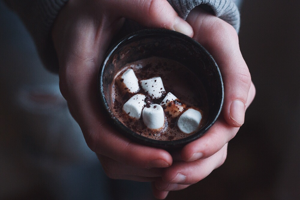 snowy weather hot chocolate | www.lauratosney.co.uk
